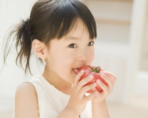 eating-apple1280x102447810-300x240
