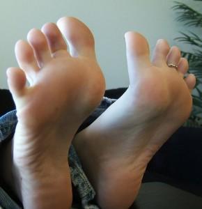 feets-49287972175-290x300